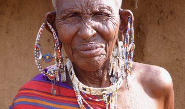 Masai Kräuterfrau